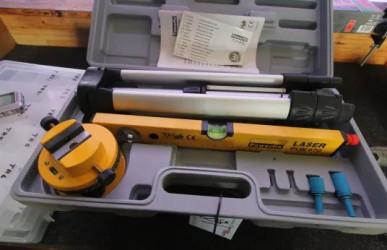 POWERFIX PLW 670 Laser-Wasserwaage mit Stativ